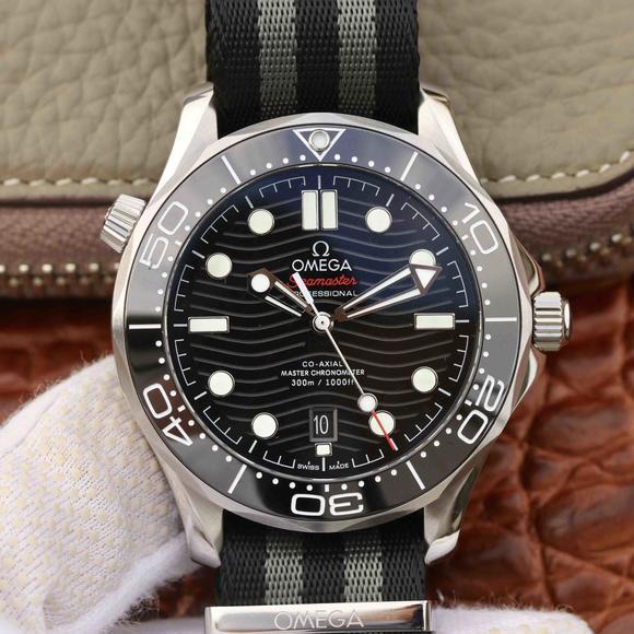 VS欧米茄全新海马300 米42MM 潜水表 搭载布带 抢先体验,自动机械机芯  男士腕表
