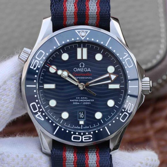 VS欧米茄全新海马300 米42MM 蓝面潜水表 ,绢士表带,自动机械机芯,男士腕表
