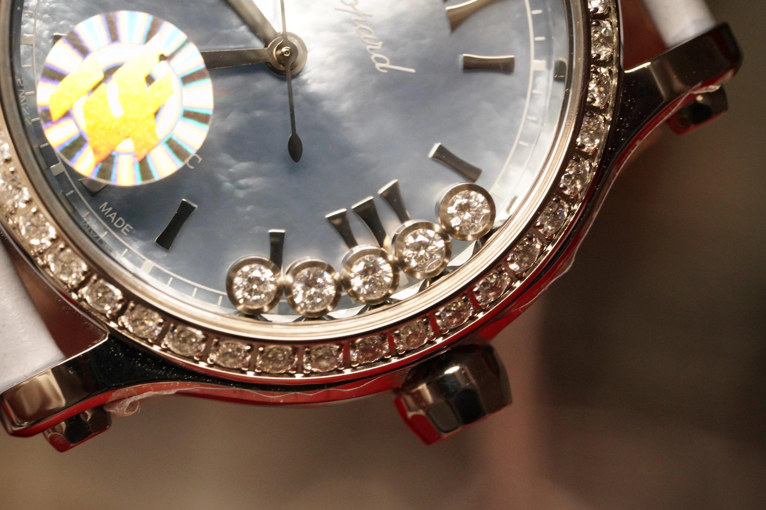 """ZF最高版本萧邦快乐钻33mm这个尺寸简直不要太完美…之前出的30太小36又太大、现在不用纠结尺寸了,快乐无忧!瑞士壳厂打磨精细壳套舞动的快乐钻石""""有金有钻""""寓意有进有赚钻石恒久远"""